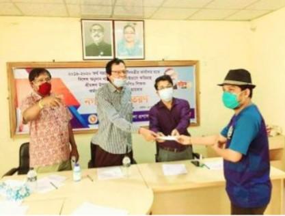 শ্রীমঙ্গলে নন এমপিও শিক্ষক-কর্মচারিদের মাঝে প্রধানমন্ত্রীর প্রণোদনা প্রদান