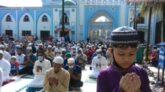 স্বাস্থ্যবিধি মেনে ঈদের জামায়াত : করোনা থেকে মুক্তির জন্য রহমানপুরী মাজারে দোয়া