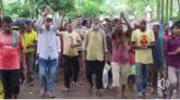 শ্রীমঙ্গলে ২য়দিনেও চা শ্রমিকদের মুজুরি বৃদ্ধিসহ উৎসব বোনাস পরিশোধের দাবিতে কর্মবিরতি
