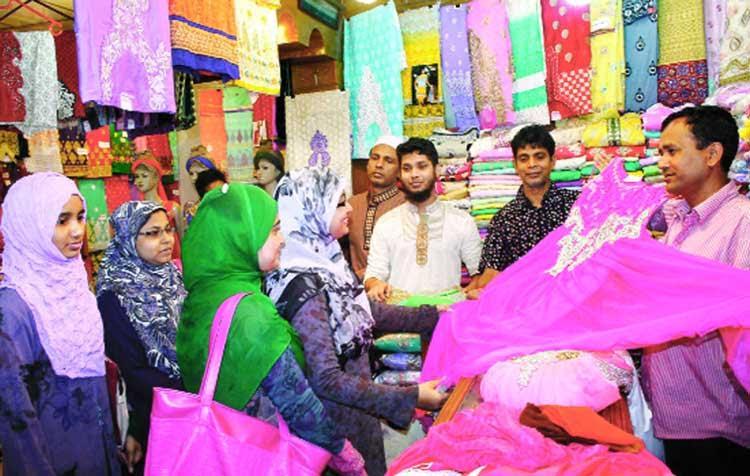 কুমিল্লার শতবর্ষের খাদি পণ্য চাহিদা ধরে রেখেছে